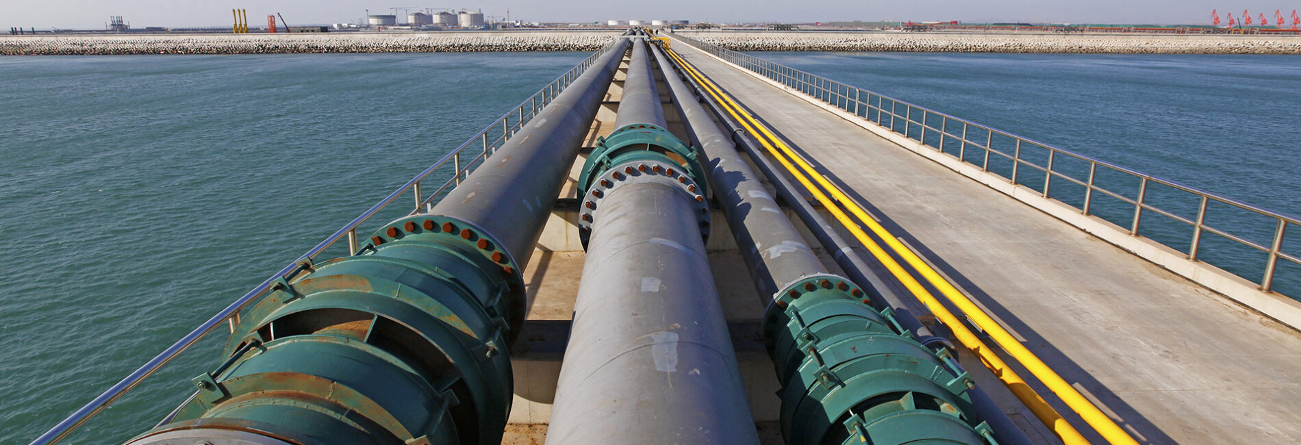 Liquid pipelines; Shutterstock ID 200564114; PO: IHS Inc. ; Job: Image Library; Client: Energy/IHS